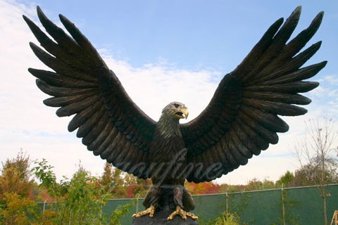 Full size Decorative Bronze animal statues of eagle flying for outdoor