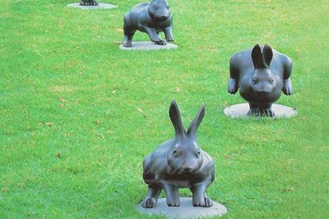 Wholesale custom metal bronze hares statue for garden decor
