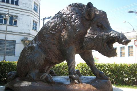 New design bronze animal sculpture of sitting wild boar for garden decor
