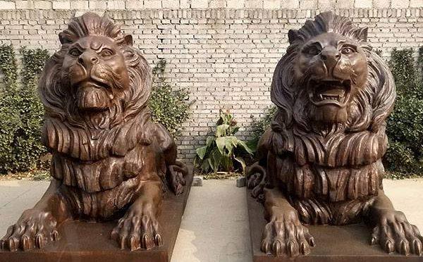 Antique Pair of Life Size Bronze Lion Statues Outdoor Garden for Sale